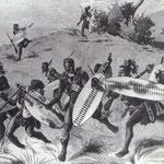 Guerrieri zulu alla carica in campo aperto.