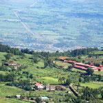 Vista sulla Grande Rift Valley, attraversata dal taglio della ferrovia Kenya-Uganda.