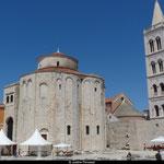 Les pierres de l'ancien forum Romain ont été utilisées pour construire l'Église de St. Donat
