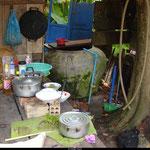 La cuisine de la nonne cambodgienne, rustique mais efficace.