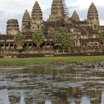 Les Temples d'Angkor, classés au patrimoine mondial de l'UNESCO en 1992, datent du IXe siècle. Le site s'étend sur 400 km².