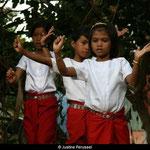 A l'orphelinat, la danse Khmer est une grande fierté et une tradition que les enfants affectionnent tout particulièrement.