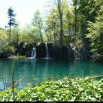 L'eau, d'une pureté incomparable est protégée et il est malheureusement interdit de s'y baigner, bien que la tentation soit présente au détour de chaque cascade