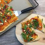 Paprikapizza mit Feta und Rauke