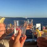 gschafft: erster Sundowner / we made it to the first bay