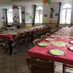 salle à Manger et ses grandes tables