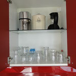 Gläser, Ice-Crusher, elektrische Zitruspresse, Tee-Maschine