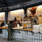 Geschäft mit typischen Spitzenarbeiten am Plaza Redonda, Valencia