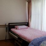 介護用ベッドを設置した完全個室もございます