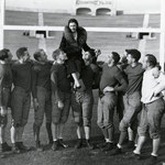 01.01.1931 at the Rose Bowl with members of the Washington State College football team