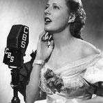 05.11.1936 - performing 'Bitter Sweet' on radio