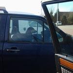 So angespannt wie DER schaut, hat er gerade erst seinen Führerschein gemacht ! (entdeckt auf dem Parkplatz *g*)