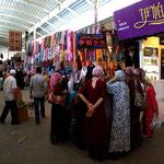 Die Frauen dagegen trifft man am Sonntag auf den Bazar