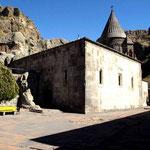 diese Kirche wurde noch ausselhalb des Felsens gebaut