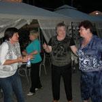 Am Samstag Abend tanzen nicht nur die jungen in der outdoor Disco