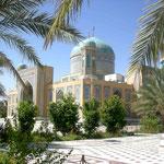 Die Moschee inmitten von Palmen
