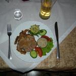 als Hauptspeise Braten mit Kartoffel oder Reis