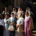viele Uzbeken pilgern hier hin