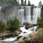der Wasserfall von weitem