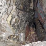 in der Kirche sind sogar noch Malereien zu sehen