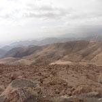 die Berge werden immer karger - sind nicht mehr grün