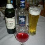 getrunken wird Beerensaft, Bier, Wein und natürlich Wodka