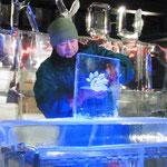 Andy, der Eiskünstler meisselt ein Bild - nur für uns