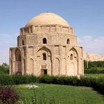 ein Mausoleum aus der Zeit von Dschingis Kahn