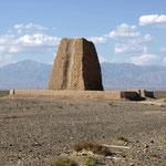Bei Hami steht noch ein alter Wachturm aus Lehm