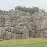in Saqsayhuaman - geniale Mauerbautechnik de Inkas