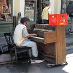viel Musik auf der Strasse - als Dolist