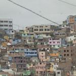 auch hier werden viele bunte Häuser in den Hang gebaut