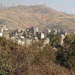 während die reicheren Teheraner im Nordteil mit Hanglage wohnen