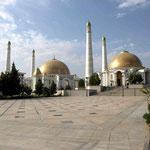Personenkult: Moschee und Mausoleum des 1. Präsidenten