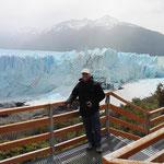 Von hier halten wir das Kalbern des Gletschers auf Video fest