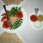 Das typisch russische Essen biginnt mit Gemüse-Dip,