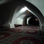 mit grossen Gebetsräumen