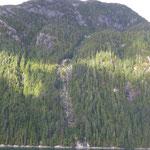 Inselberg mit Wasserfall