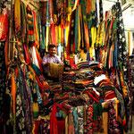 hier gibt es vorwiegend Stoffe und Teppiche