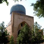 die Moschee Bibi Chanum von vorne