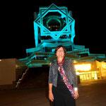 der Tempel des Glücks – abends mit wechselnden Farben beleuchtet