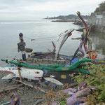 zu Fuss auf dem Heimweg haben wir das entdeckt - diesem Boot möchte ich nicht fahren