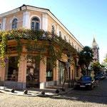 typisch georgisches, 2 stöckiges Haus mit Balkon