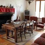 Pièces de vie - salle à manger - gîte les volets bleus Rarécourt meuse lorraine France