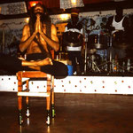 Fakir mit Steelband in Lambis Bar auf Union Island