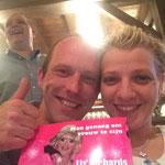 Ela en Kris met hun boek