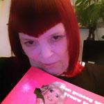 Marlou met haar boek