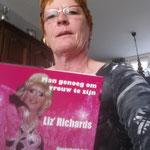 Corrie met haar boek :-)