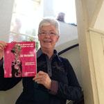 Ineke Ploeg met haar boek