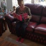 Wendy mijn oude buurmeisje uit Amsterdam (toen we nog heul klein waren) met haar boek.